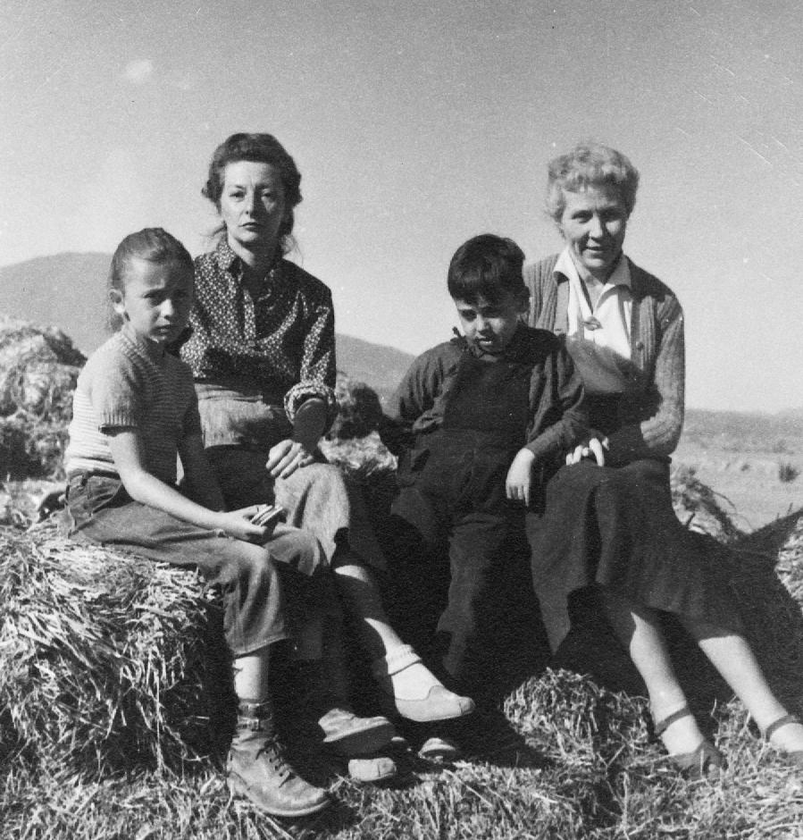 Remedios Varo Eva Sulzer con  Amaya y  Xabier Lizarraga  1955