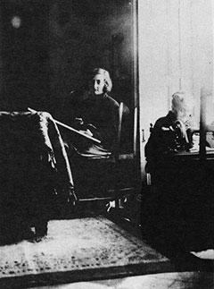 (Foto: Remedios Varo con su abuela Doña Josefa Zejalfo - 1924)